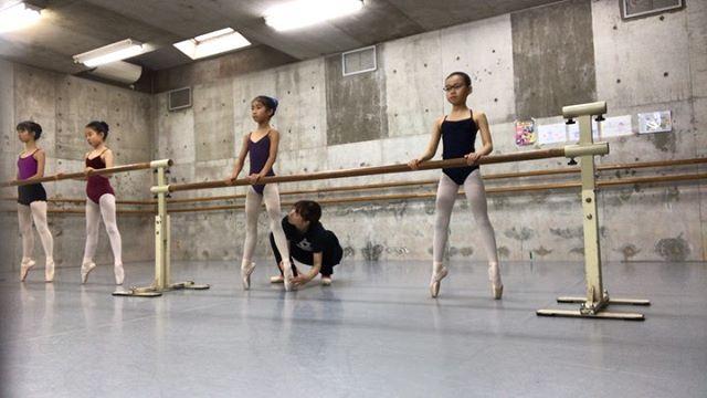 vaクラスの様子です最近はレッスンを全てトウシューズで行なっています栗♀️ #トサカバレエスタジオ#トサカ#バレエスタジオ#バレエ#柔軟#ストレッチ#体幹#リズム感#姿勢#リズム感#ballet#balletdancer#balletclass #balletshoes #バレエ教室#杉並バレエ#杉並区#杉並区バレエ荻窪バレエスタジオ#上井草バレエスタジオ#西荻窪バレエスタジオ#吉祥寺バレエスタジオ#バレエレッスン#トレーニング#ポアント#幼稚園#小学生#保育園#習い事#ママバレエ#オープンクラス#習い事#バレエ発表会