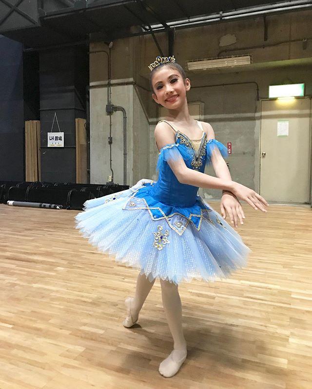 NBAジュニアバレエコンクール4年生の部、なんと3-2位を頂くことができました初めてのコンクールでしたが、落ち着いて踊ることができました🏻まだまだ課題はたくさん︎いつも先生からは厳しい要求ばかりですが笑この結果を自信にもっともっと頑張って欲しいと思います️#トサカバレエスタジオ#バレエスタジオ#コンクール#コンクールクラス#コンクールレッスン#フロリナ王女#プリンセス#NBAジュニアバレエコンクール#4年生#杉並区バレエスタジオ#荻窪バレエスタジオ#吉祥寺バレエスタジオ#バレエコンクール