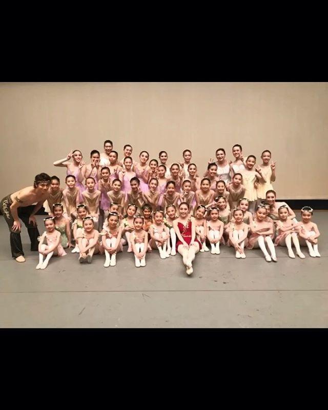 🧚🏻♀️杉並洋舞フェスティバル終演🧚🏻♂️. ..ご来場頂き誠にありがとうございました🏼♀️みなさまの温かい拍手が出演者の達成感へ繋がったことと思います️洋舞連盟の先生方、大変お世話になりありがとうございました。関係者の皆様にお礼申し上げます。. ..インフルエンザが猛威を奮い、学校では学級閉鎖になる程だったようです。ぶっつけ本番で挑んだ子や、当日に熱が上がってしまい本番踊れなかった子もいました頑張って練習に取り組んできた姿を思い出すと残念でなりません次は誰1人欠けることなく舞台に立てたら嬉しいですね🥺. ..今回の舞台ではみんなの成長を多方面で感じることができました踊りだけでなく、全体練習の場あたりの理解力、準備・撤収のスピード(神撤収です笑)そしてみんなの団結力、、、5月に発表会を経験したことで大きく成長できたのかもしれません🏻..親御さんも沢山のサポートを本当にありがとうございました🏼♀️こちらがお願いしてないことでもみなさん気を利かせてお手伝いして下さりとても助かりました️. ..また次のお稽古からコツコツと小さな努力を積み重ねていってほしいと思います10月は祝日も5週目も休みなくレッスンありますので、みんな元気に頑張りましょう♀️♫...#トサカバレエスタジオ#杉並洋舞フェスティバル#杉並区バレエスタジオ#ワルプルギスの夜#アトリエヨシノ#アトリエヨシノ衣装#荻窪バレエスタジオ#上井草バレエスタジオ#西荻窪バレエスタジオ#吉祥寺バレエスタジオ#バレエ#習い事#発表会#バレエ発表会